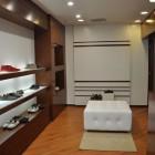 Arredamento per negozio di scarpe a Mantova
