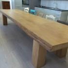 Tavoli in legno naturale a Savona.