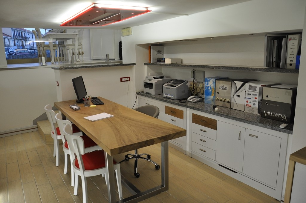 arredamento per ufficio in legno laccato savona