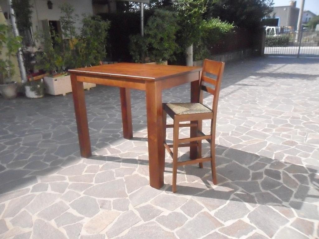 Tavolo in legno per bar e ristorante