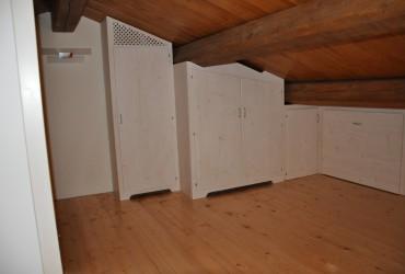 Mobili per sottotetto in legno