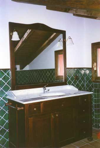 Mobile per bagno in legno a Verona