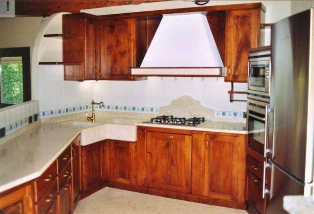 Cucina in noce con lavello angolo a milano