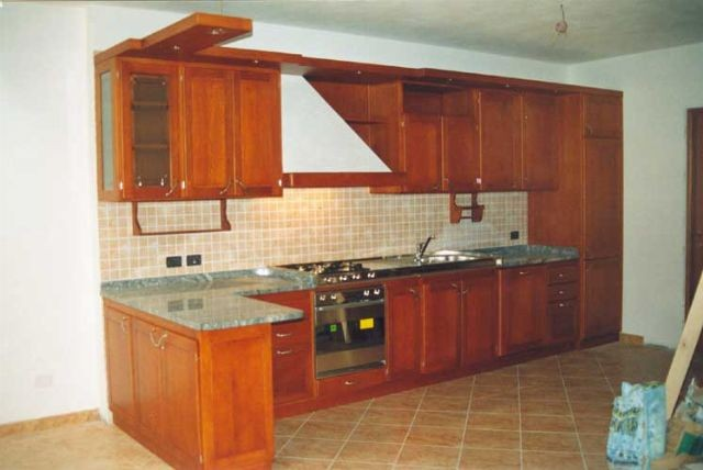 Cucine classiche artigianali in legno fadini mobili cerea verona for Cucine in ciliegio moderne