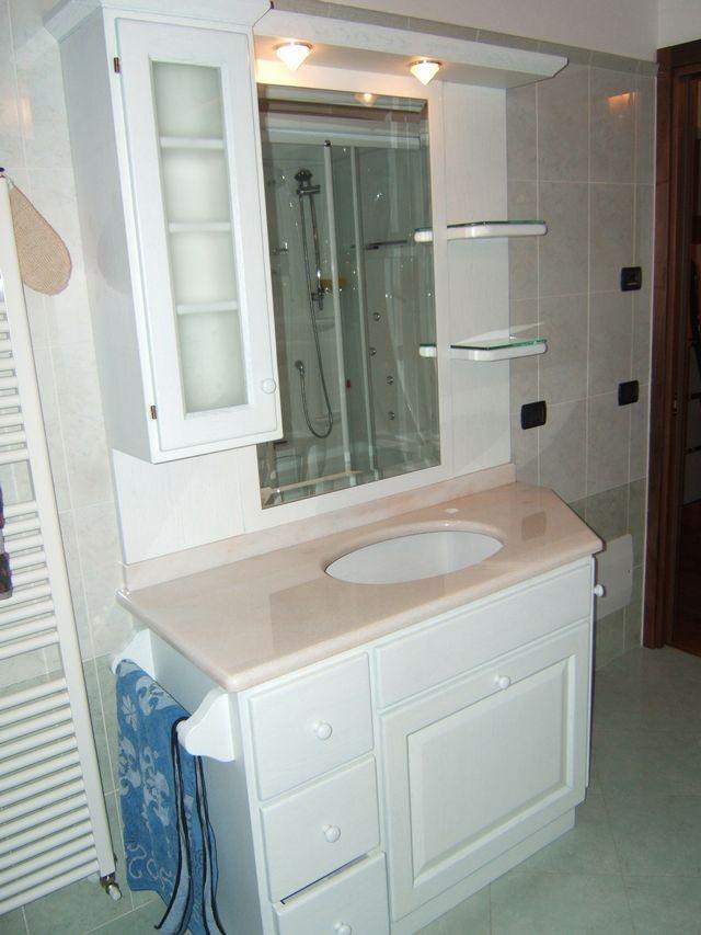 Mobile per bagno in legno a Imperia