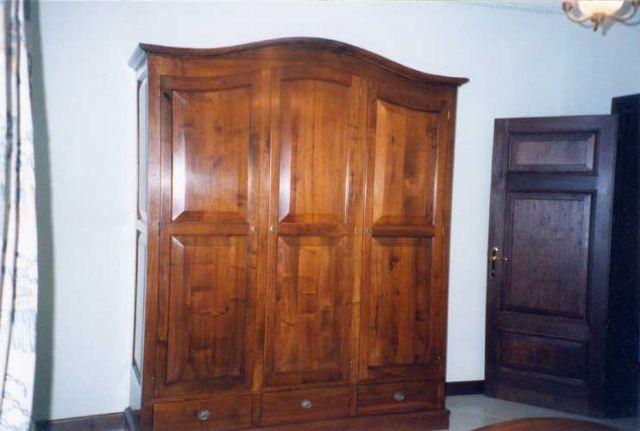 Armadio in legno a Modena