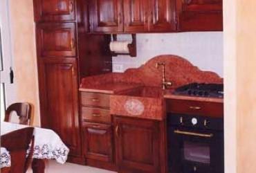 Cucina su misura in legno a Bologna