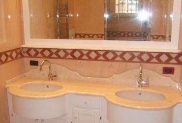 Mobile per bagno in legno a Savona