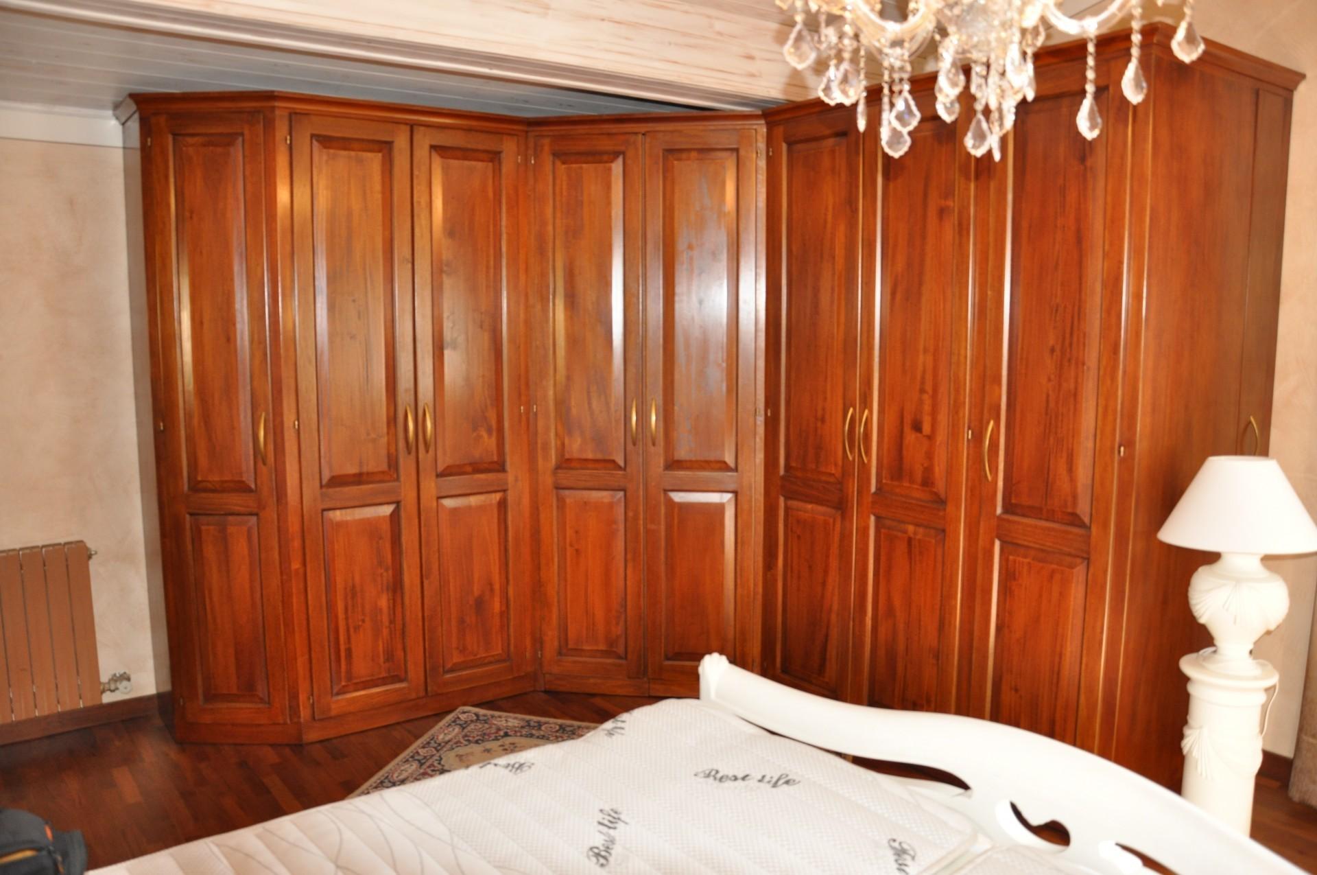 Armadio in legno a Savona