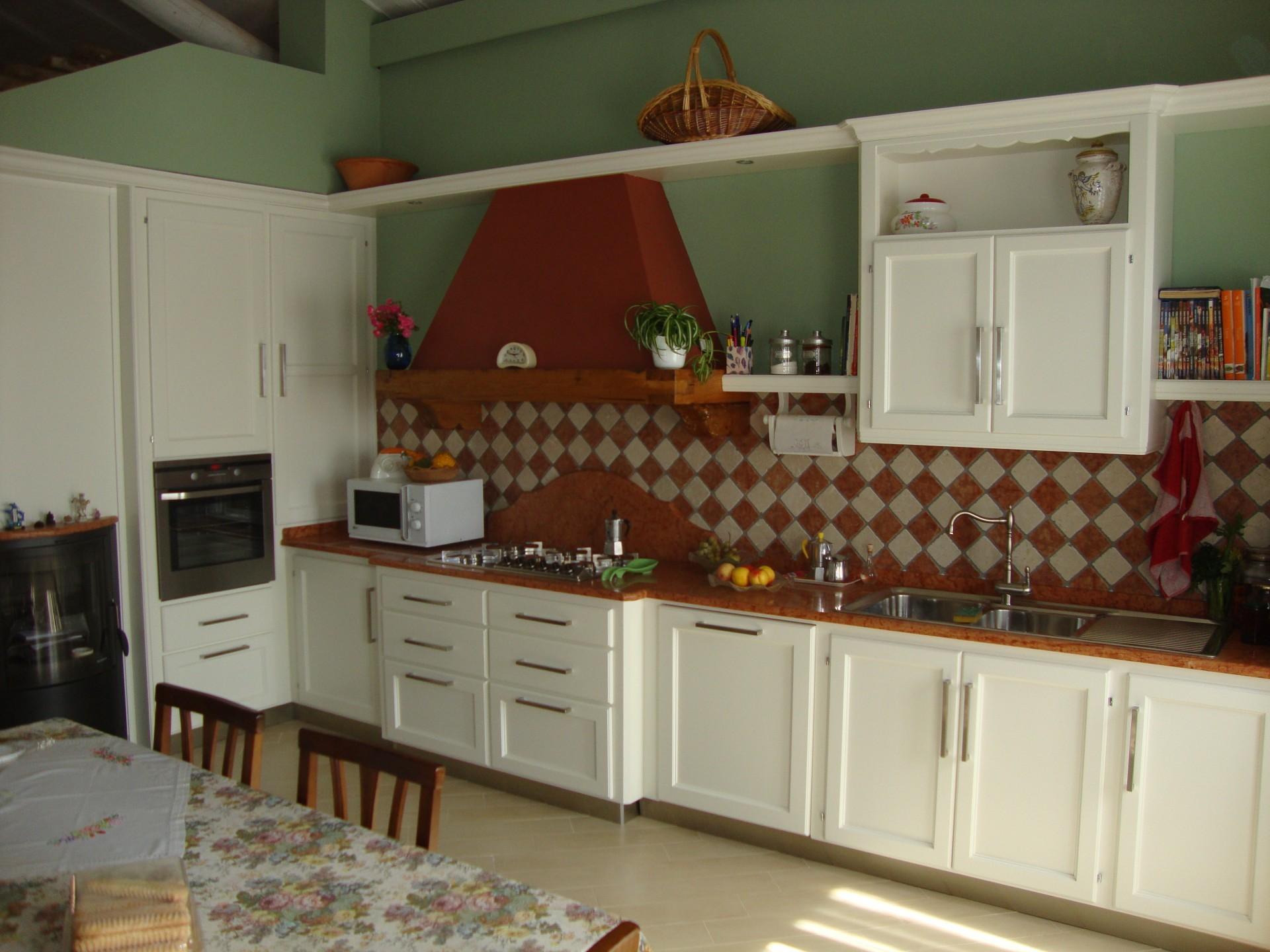 Cucine moderne in legno a Reggio Emilia
