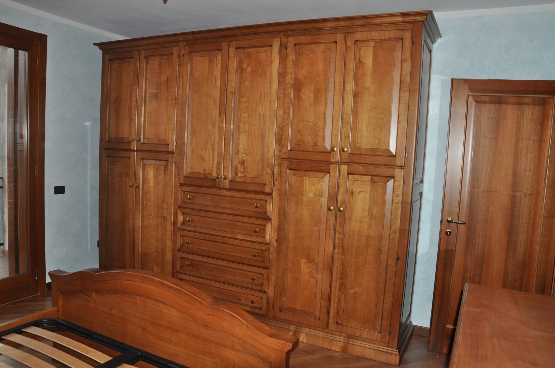 Armadio in legno su misura a Savona.