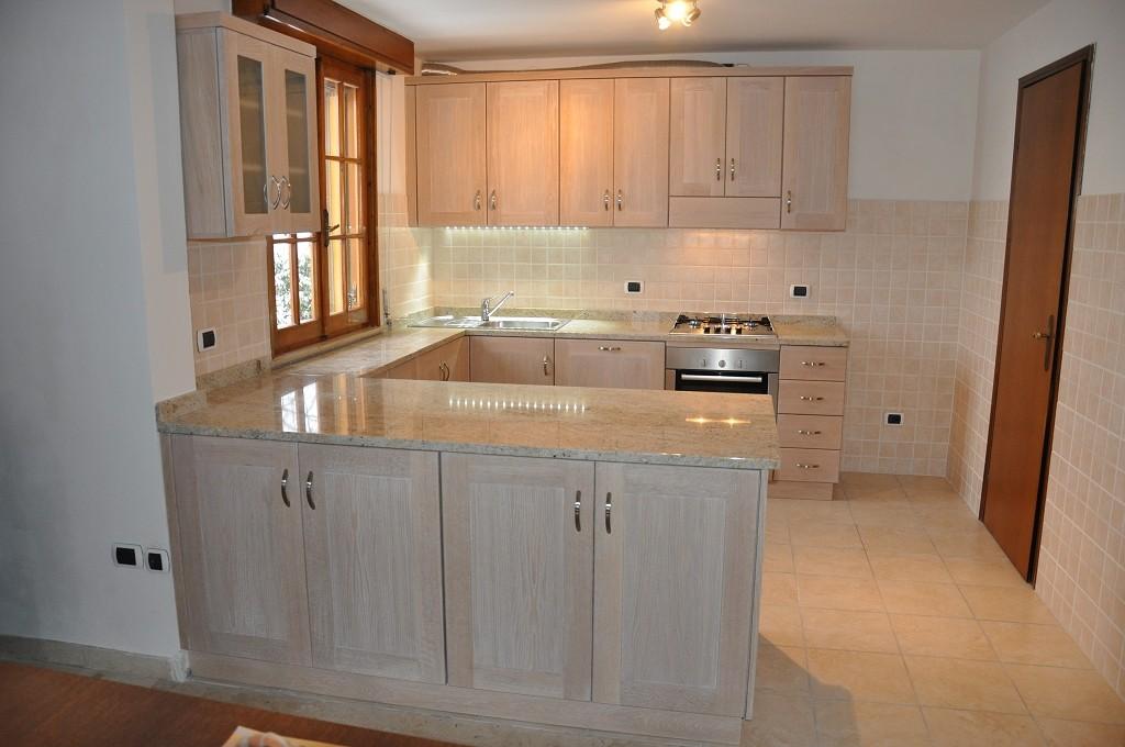 Cucine moderne artigianali in legno fadini mobili cerea verona - Cucine sotto finestra ...