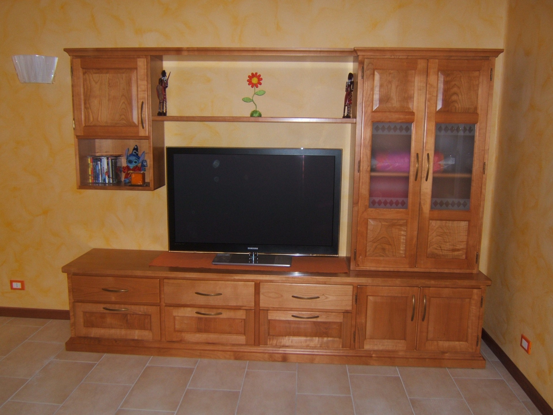Mobile per sala in legno a Modena