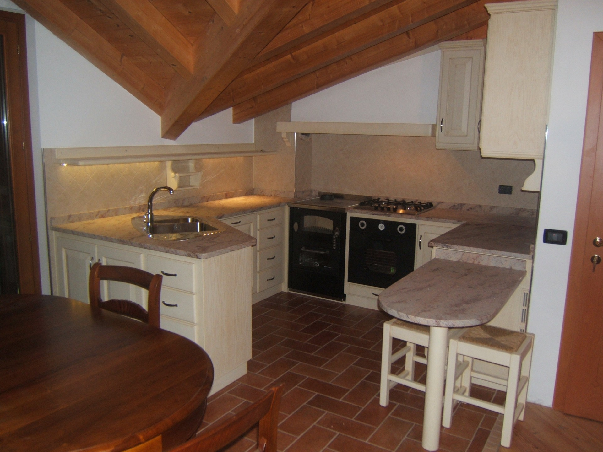 Cucina rustica in legno naturale design Savona
