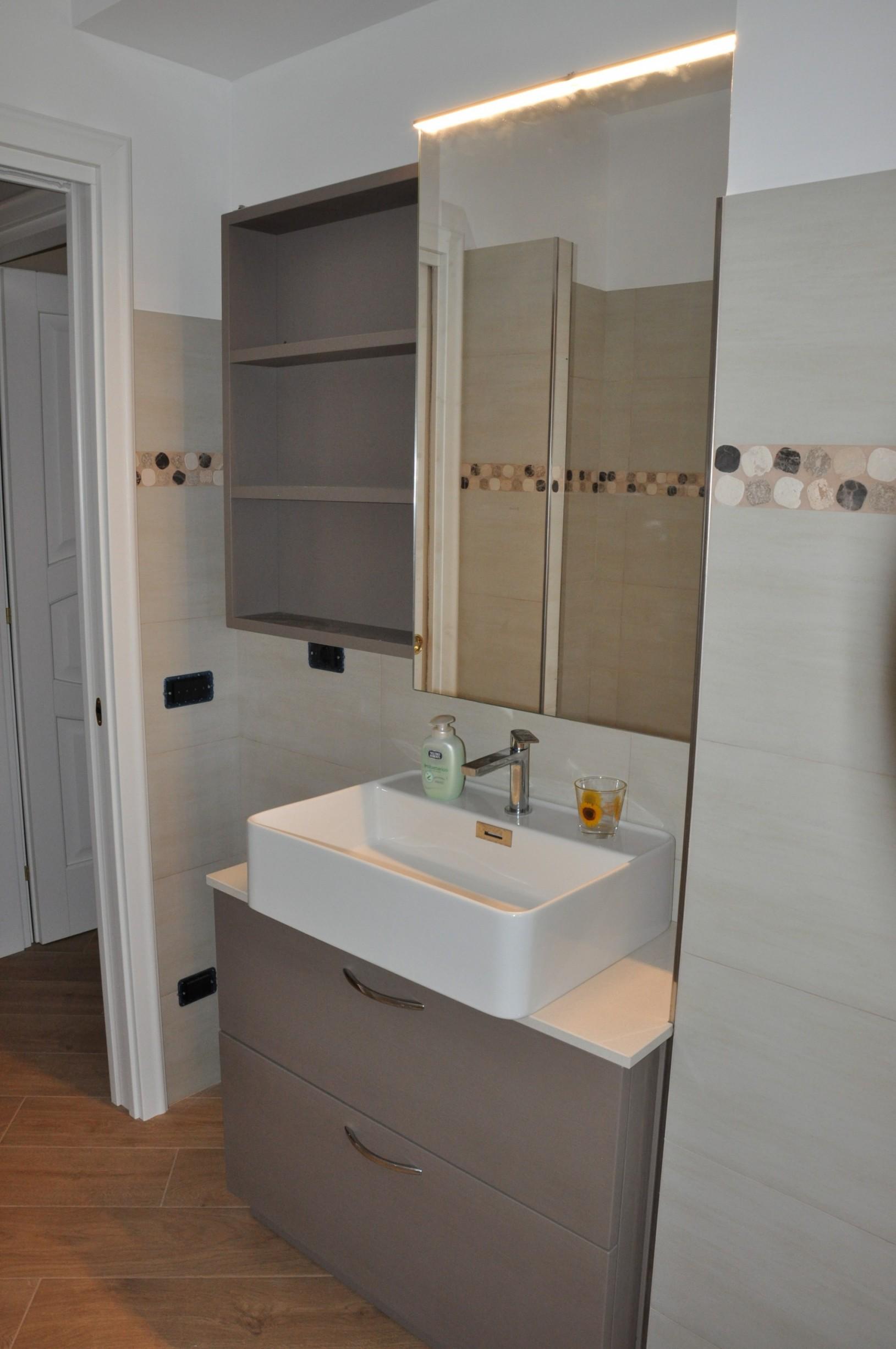 Mobile per bagno moderno in legno