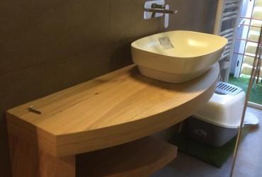 Mensola in rovere per bagno.