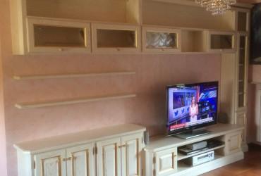 Mobile tv in legno a Parma