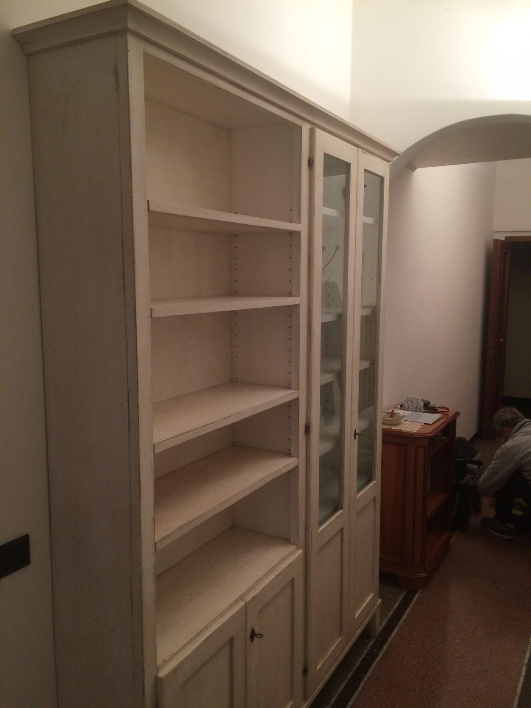 Libreria in legno su misura.