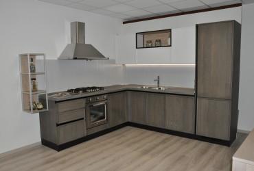 Cucina moderna in legno laccato.