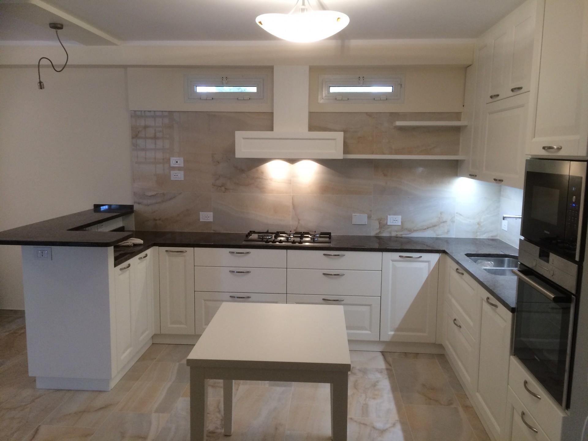 Cucine moderne in legno a Savona