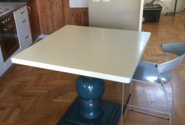 Tavoli in legno a Savona.