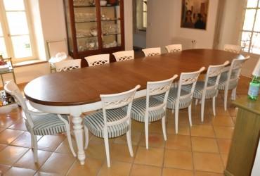 Tavolo in legno di rovere.