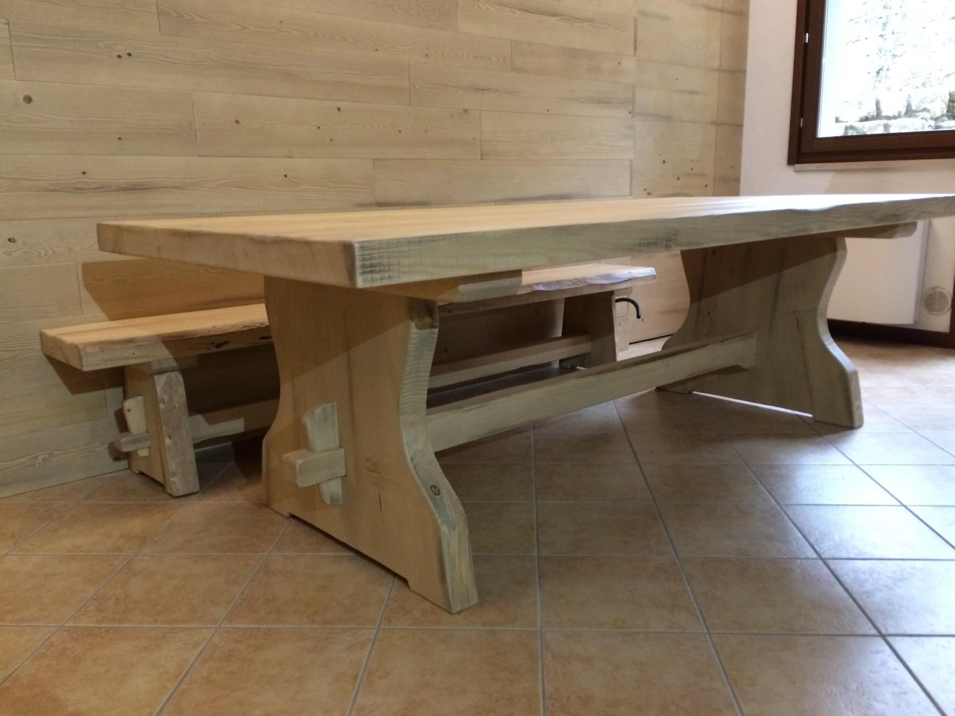Tavolo rustico in legno massello