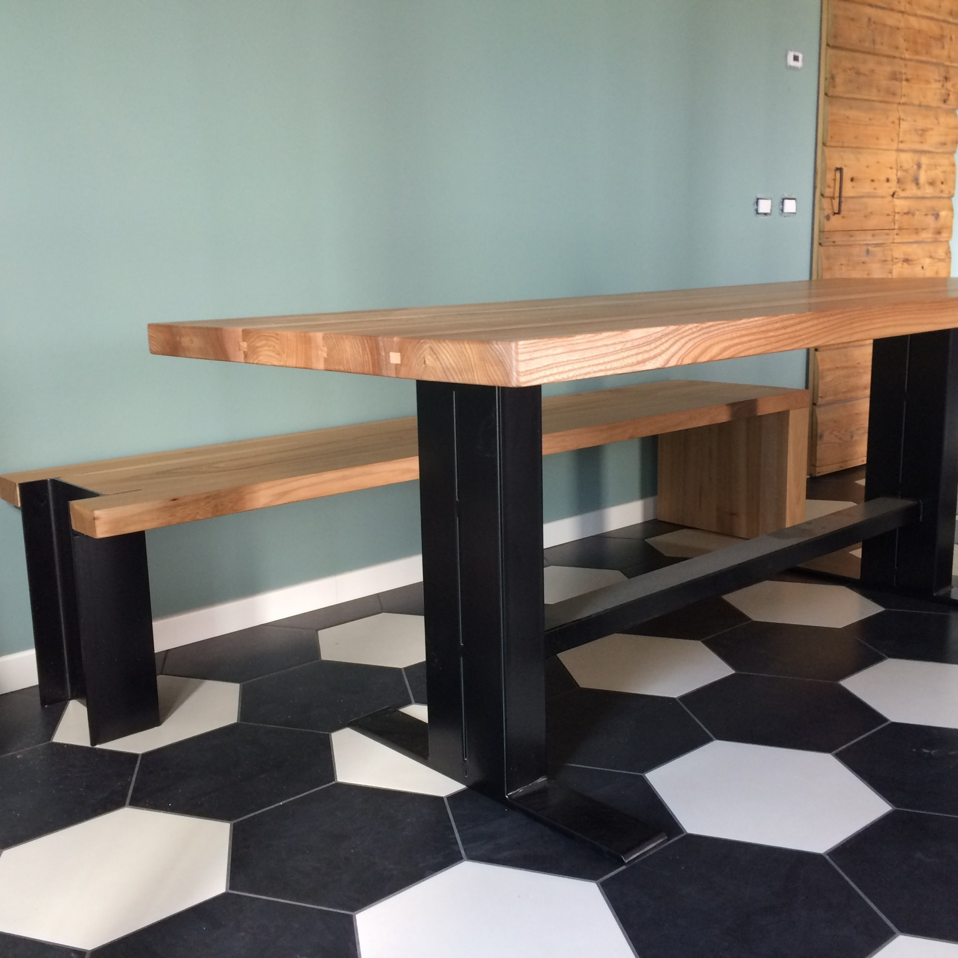Tavolo in legno di olmo a Verona