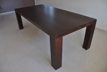 Tavoli in legno di rovere.