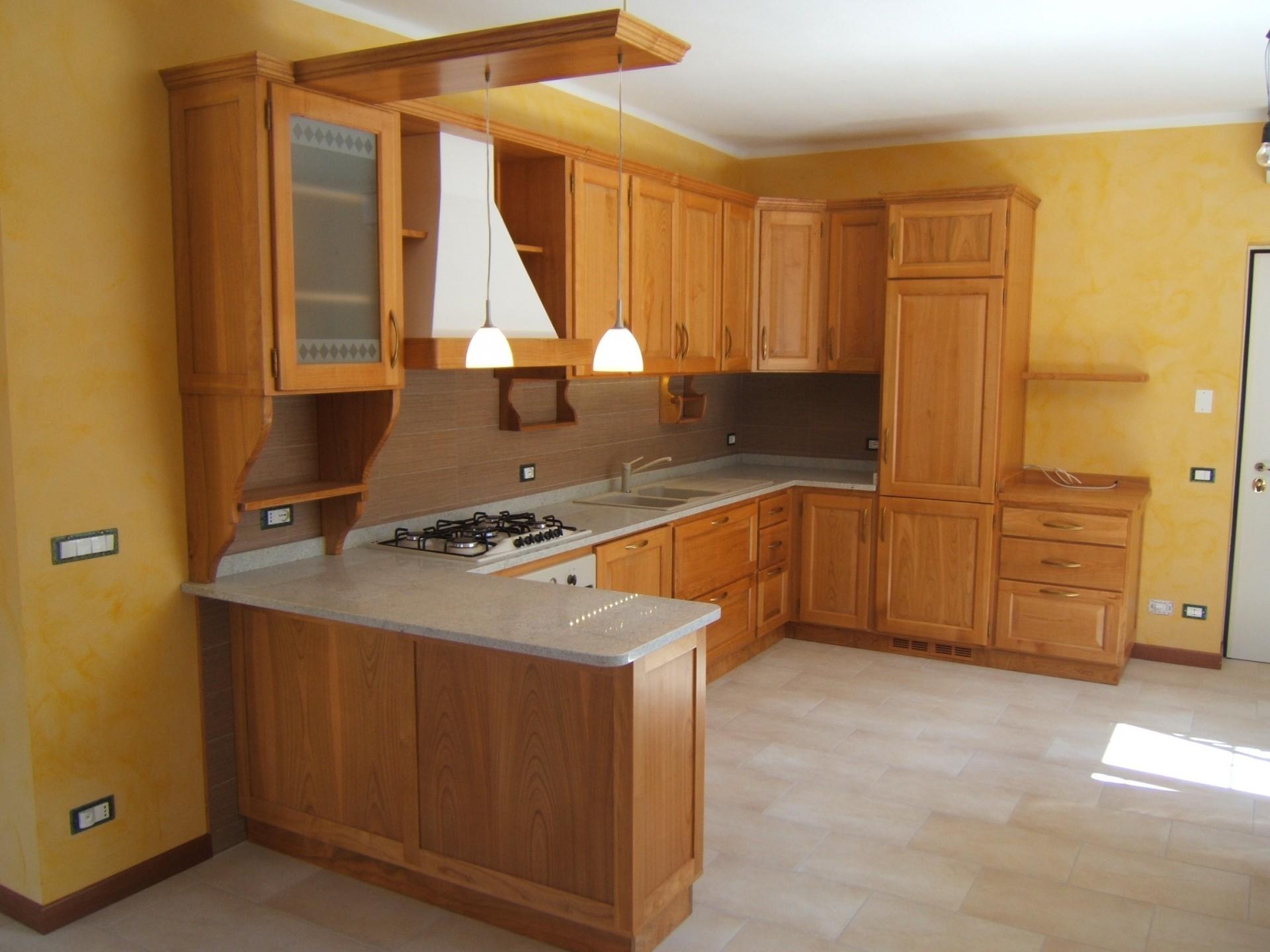 Cucine classiche artigianali in legno fadini mobili cerea verona for Cucine moderne color ciliegio